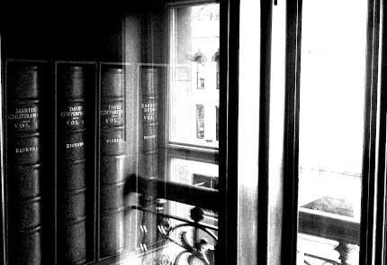 10_BELFAST_photography_photograph_love_-peace_art_books_read_library_Ireland_-Lise_Mc_Greevy