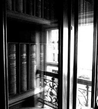 11_BELFAST_photography_photograph_love_-peace_art_books_read_library_Ireland_-Lise_Mc_Greevy