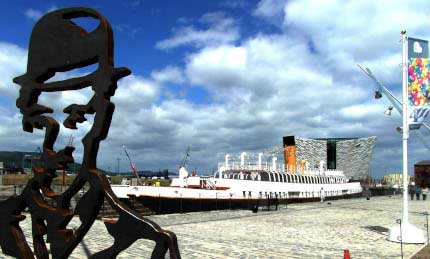 11b_BELFAST_photography_photograph_love_-peace_art_Northern_Ireland_-Lise_Mc_Greevy