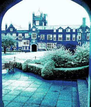 16c_BELFAST_photography_photograph_love_-peace_art_Northern_Ireland_-Lise_Mc_Greevy
